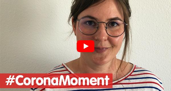 Junge Frau aus Video-Standbild