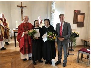 Die Vinzentinerinnen mit Bischof Dr. Neymeyr sowie Diözesan-Caritas Langer.
