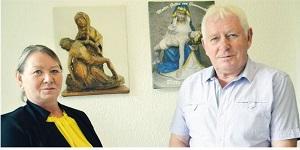 Angelika und Klaus Gottwald. Im Hintergrund das originale Gnadenbild und die heutige Pieta.© Holger Jakobi - Tag des Herrn